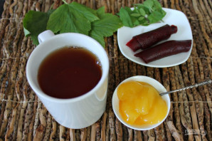 Чай с листьями смородины - фото шаг 5