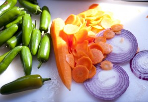 Перец с луком на зиму - фото шаг 1