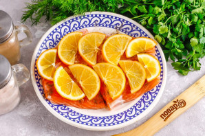 Засолка красной рыбы с лимоном - фото шаг 4