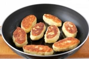 Пирожки с грибами и картошкой жареные - фото шаг 9