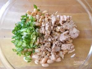 Салат из консервированной белой фасоли - фото шаг 2