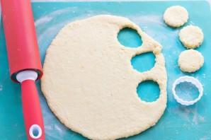 Сырные клецки с клубничным соусом - фото шаг 10
