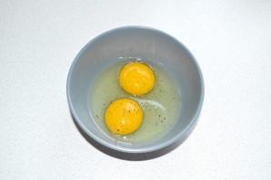 """Салат """"Загадка"""" с яичными блинчиками - фото шаг 2"""