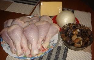 Фаршированная голень курицы с грибами - фото шаг 1
