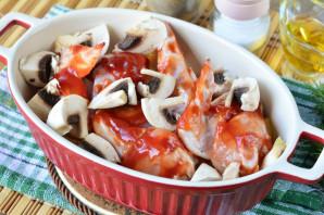 Крылышки с грибами в духовке - фото шаг 5