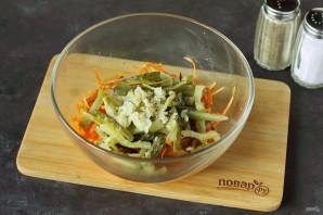 Салат с морковью и солеными огурцами - фото шаг 7