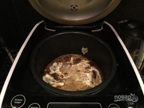 Печень в мультиварке со сметаной - фото шаг 5