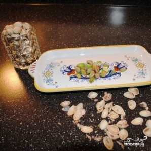 Сырные шарики с фисташками и виноградом - фото шаг 2