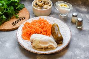 Салат с курицей и маринованными шампиньонами - фото шаг 1