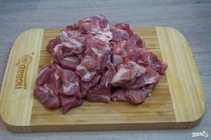 Свиная шея кусочками в духовке - фото шаг 1
