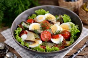 Салат с копченой салакой - фото шаг 9