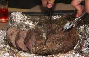 Запеченная телятина в фольге на мангале - фото шаг 5