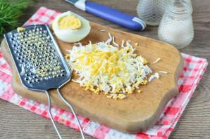 Бутерброды с крабовыми палочками и плавленым сыром - фото шаг 5