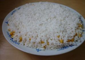 Салат с горбушей и сыром - фото шаг 6