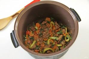Говядина с овощами в мультиварке - фото шаг 6