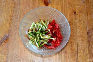 Салат с фунчозой, огурцом и перцем - фото шаг 6