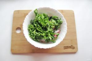 Зеленый салат с редиской - фото шаг 6