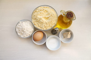 Тесто из кукурузной муки для пирожков - фото шаг 1