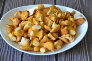 Лисички с картошкой жареные в сметане - фото шаг 2