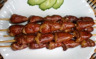 Шашлычки из куриных сердечек на шпажках в духовке - фото шаг 4