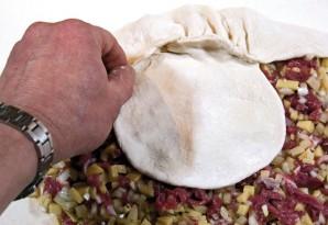 Курник с фаршем и картошкой - фото шаг 8