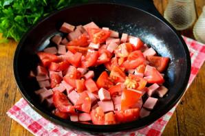 Лапша с помидорами и колбасой - фото шаг 6