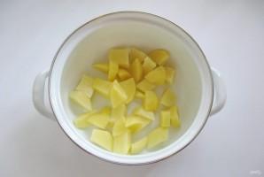 Рассольник с копченой колбасой - фото шаг 1