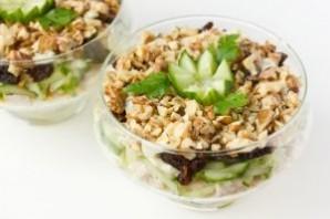 Салат с курицей в креманках - фото шаг 14