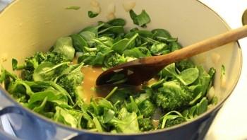 Суп-пюре из брокколи со шпинатом - фото шаг 2