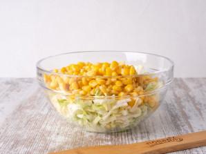 """Салат """"Нежный"""" с кукурузой - фото шаг 2"""