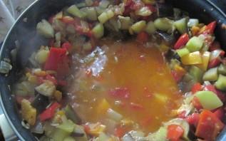 Кижуч, тушенный с овощами - фото шаг 8