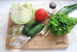 Овощной салат с капустой, помидорами, огурцами и зеленью - фото шаг 1