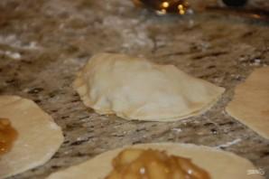 Пирожки с яблочной начинкой в духовке - фото шаг 11