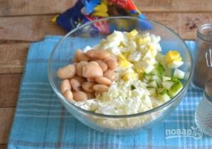 Салат из пекинской капусты с фасолью и яйцами - фото шаг 5