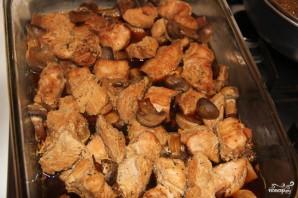 Грудка индейки с грибами в духовке - фото шаг 3