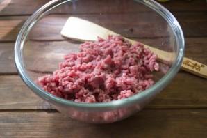 Мясной рулет с грибным соусом - фото шаг 1