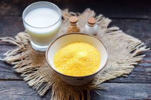 Кукурузная каша на молоке для ребенка - фото шаг 1