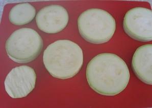 Кабачки, жареные в панировочных сухарях - фото шаг 1