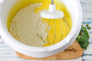 Бисквит без разделения яиц - фото шаг 3