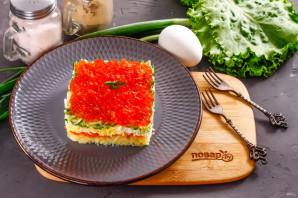 Слоеный салат с красной икрой - фото шаг 5