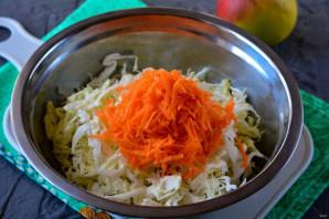 Квашеная капуста с морковью и яблоками - фото шаг 4