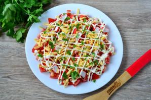 Салат с помидорами, крабовыми палочками, сыром и чесноком - фото шаг 7