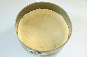 Вкусный пирог с зеленым луком и яйцами - фото шаг 7