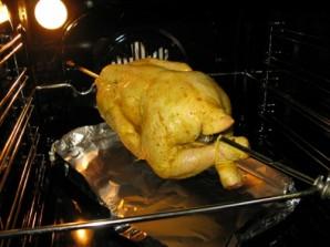 Курица в духовке на вертеле - фото шаг 3