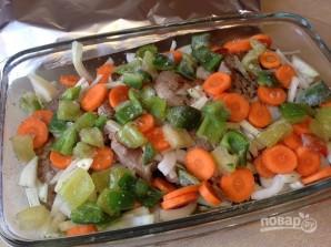 Свиной эскалоп с овощами в духовке - фото шаг 7