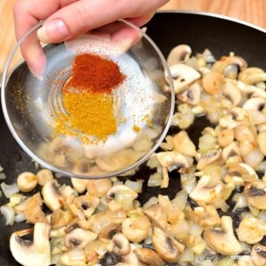 Яичница-болтунья с грибами - фото шаг 3