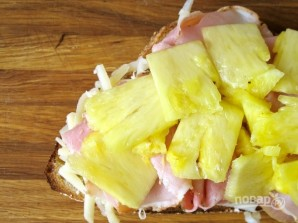 Сэндвич с ветчиной и ананасами - фото шаг 4