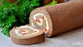 Рулет из отварной печени с пикантной начинкой - фото шаг 13