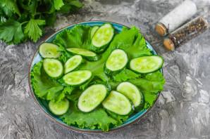 Салат с горбушей, огурцом и яйцом - фото шаг 2