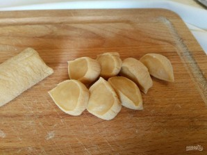 Яичные кнедли с картофелем и гренками - фото шаг 6